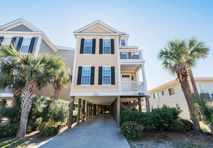 6 BR Oceanfront Home in Surfside Beach. Sleeps 22. - Houses for Rent in Surfside Beach, South Carolina, United States